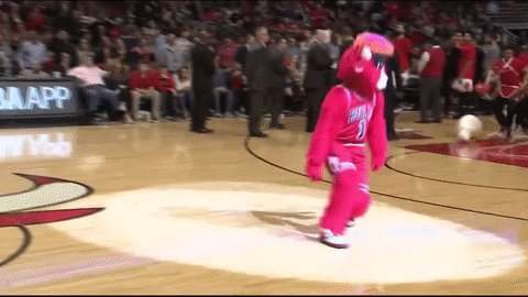 Happy #NationalMascotDay to the best in the biz, @bennythebull 👌