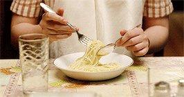 Oggi un #sondaggio: voi come li mangiate gli #spaghetti?  aiutandovi con il cucchiaio. solo con la forchetta, da veri #professionisti. #BuongiornoATutti #Sicilia #21giugno #cibo #italianfood  - Ukustom