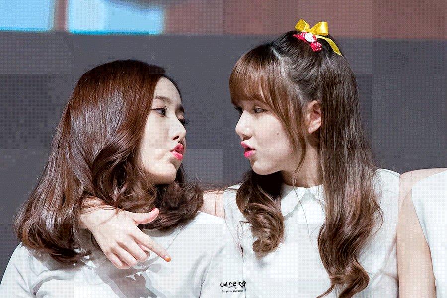 Lesbian Tongue Kiss Porn Pics