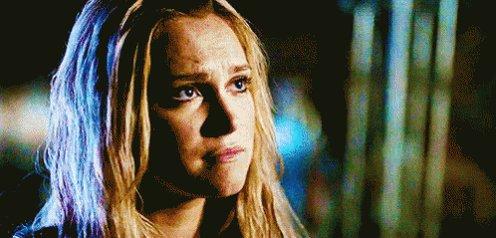 """""""Clarke quello che siamo e quello che dobbiamo fare per sopravvivere sono due cose diverse"""" *Bell tocca la mano di Clarke.* #Bellarke #The100 #Decento  - Ukustom"""