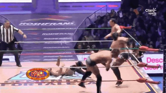 .@ReyFenixMx and Volador Jr with a pair of Topes followed by a Frog Splash from @MattTaven! @CMLL_OFICIAL #CMLL 🇲🇽 (Available on bit.ly/2ubTzzY)
