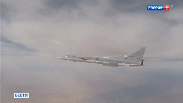 Опубликовано видео выкатки нового российского бомбардировщика  https://t.co/WoB3SbBJzh