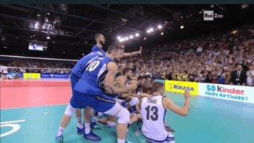Ultima ma non per importanza un simoanza selvatico felicissimo che si butta per fare la foto di gruppo#volleyballWCHs #VolleyMondiali18 #volleyworldfantagalli #FIVBmensWCH#ItaliaBelgio #LaNazionale #ItaliaArgentina  - Ukustom