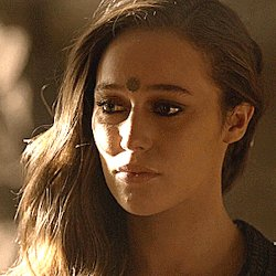 #Lexa #Clexa I cant not look at you. You want to leave, and I cant stop you. I want to scream, dont go! And then hug and kiss you. I dont want to let you go. I love you! Please stay with me...please stay