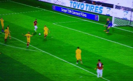 Questa è la reazione di #Suso al gol di #Cutrone al 94° contro la #RomaChe uomo squadra  - Ukustom