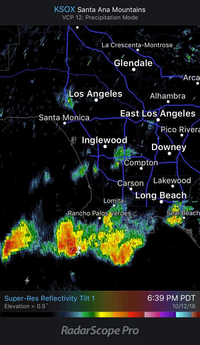 Rare nighttime thunderstorm rumbling through LA ⚡️