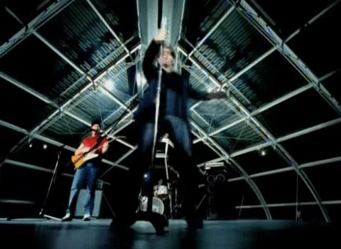 on this day in 2000 @u2's Beautiful Day went to number one in the UK singles chart https://t.co/dPSWaOgqeb