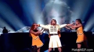 @taylornation13 Remember this iconic moment during the fearless tour? #10YearsOfFearless