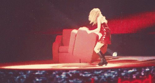 @taylornation13 remember the iconic chair throw during forever and always on the fearless tour? #10YearsOfFearless