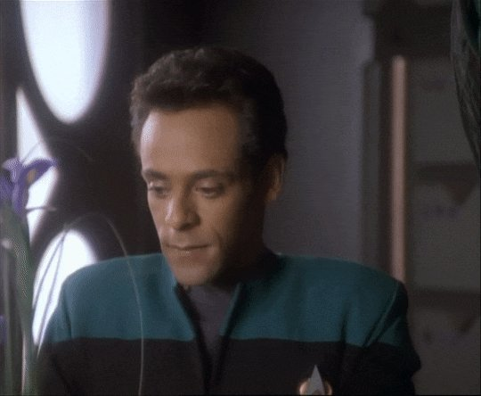 Massive happy birthday wishes to the awesome Alexander Siddig! We love Doctor Bashir and his journey through DS9!