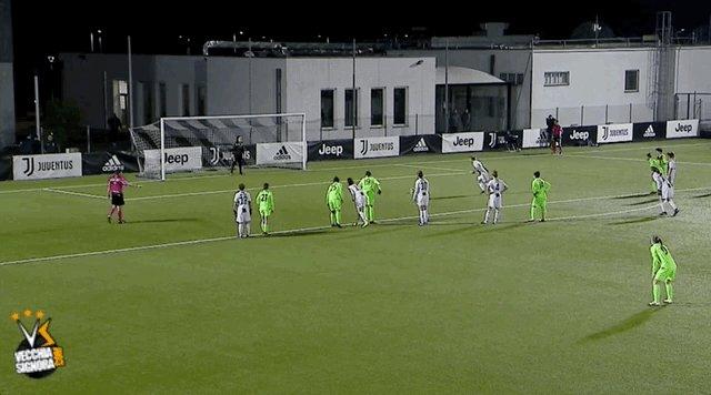 Il quarto gol stagionale di @ValeCernoia7, perfetta dal dischetto #JuveFlorentia #JuventusWomen