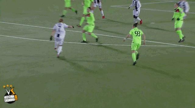 L'autogol propiziato da Boattin...ma che palla di @ValeCernoia7! Visione di gioco TOTALE 👏🏻  #JuveFlorentia #JuventusWomen