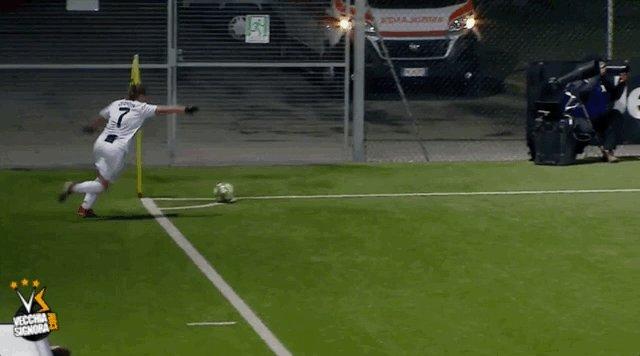 Il nono gol in campionato di @cristianagire, su assist della solita @ValeCernoia7 #JuveFlorentia #JuventusWomen