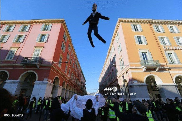 🇫🇷 France's 'yellow vests' mobilise for fresh round of protests http://u.afp.com/JkUC  📷 @ValeryHache @gsouvant @ZakriaAbdelkafi @ludovic_marin @tofsimon #AFP #gilletesjaunes #YellowVests