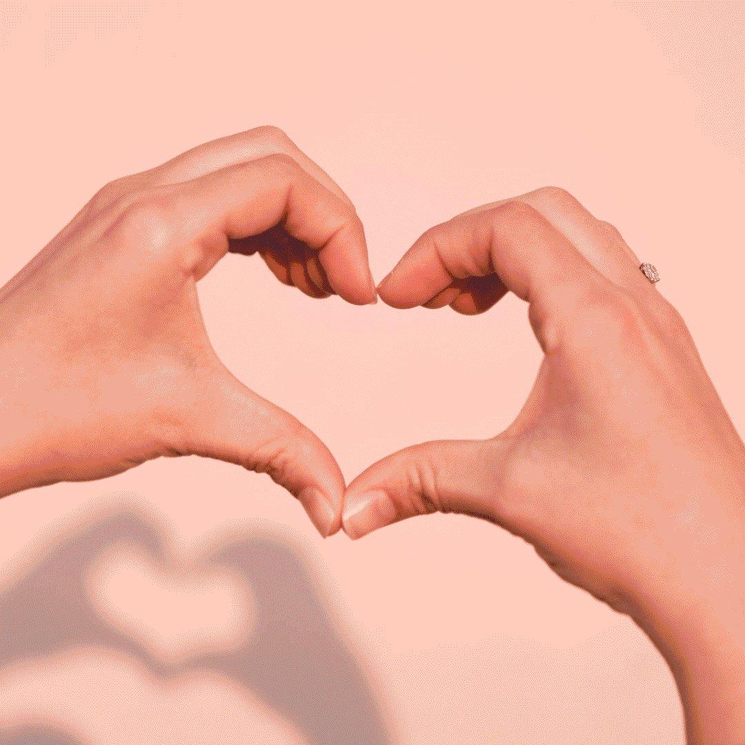 Картинки руки показывают сердечко