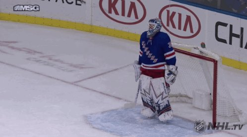 This guy earned a big win tonight. @KellyNash has the highlights on #NHLOnTheFly, right now.