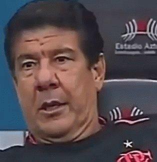 Rodopiego até 2020  Recuo para contratar o Jorge  Confiança em Renê e Trauco  Arão  3 volantes contra o Bangu com 1 a menos  Rodinei, Pará