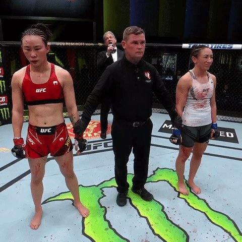 Next in line for the title? 🙌  🇺🇸@CarlaEsparza1 with an absolute MASTERCLASS tonight at #UFCVegas27! https://t.co/owo1IG00df