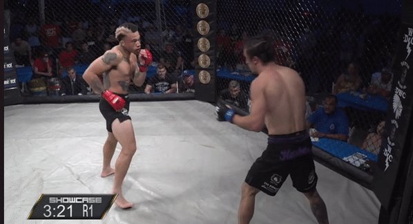 """John Sweeney (@ItsHollywood_) wins the battle for """"Hollywood""""! A first round TKO scores the +110 underdog an upset win to move to 7-3!  Saraceno vs. Kelley still to come!  📺 WATCH @ShowcaseMma: https://t.co/lV08tAlo9U 🃏 BET: https://t.co/4sWbAgFWz4 (Use promo code SHOWCASE 100) https://t.co/7mCAeEgi3R"""