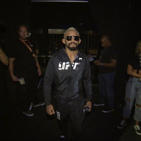 The flyweight king makes his way to the mic 👑  [ 🇧🇷 @Daico_Deiveson | #UFC263 ] https://t.co/jhc8ewKpq0