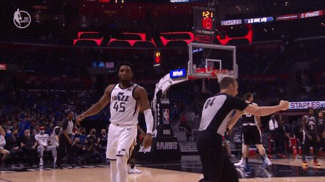 16 points in the first for @spidadmitchell https://t.co/95oDyu4AEp