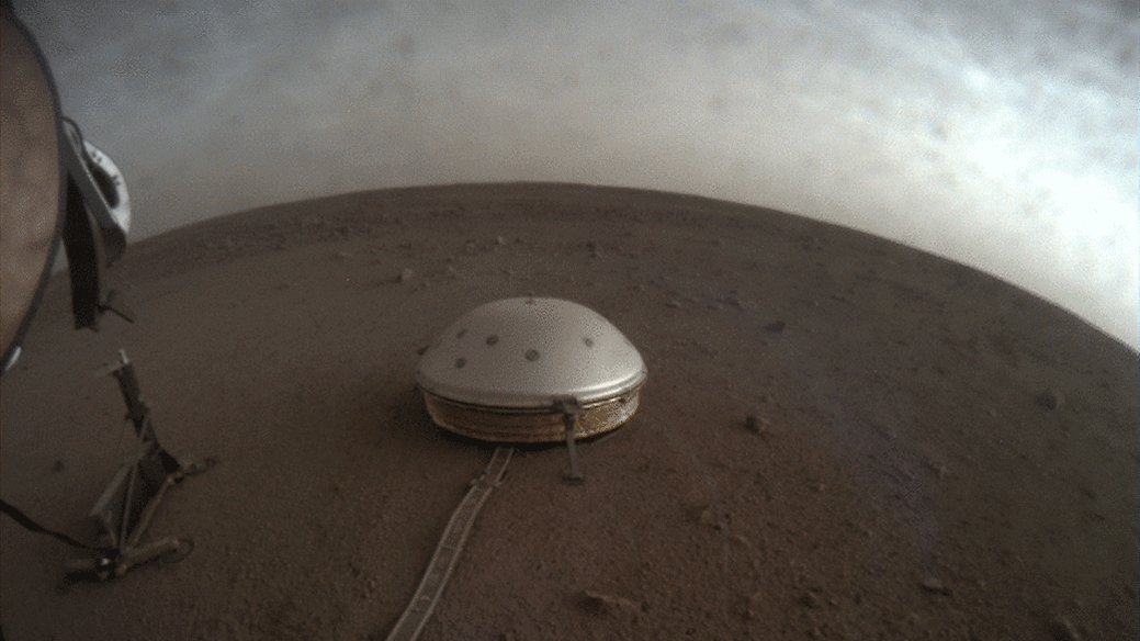 🔴 New findings using data from our @NASAInsight lander's seismometer reveal, for the first time, details about the deep interior of Mars.   What scientists learned about the depth and composition of the Red Planet's crust, mantle, and molten core: https://t.co/jF1tk7vtUq https://t.co/bq5K9H74dT