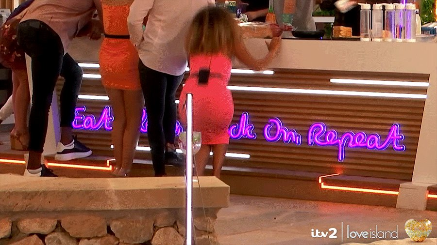 me after doing the bare minimum #LoveIsland