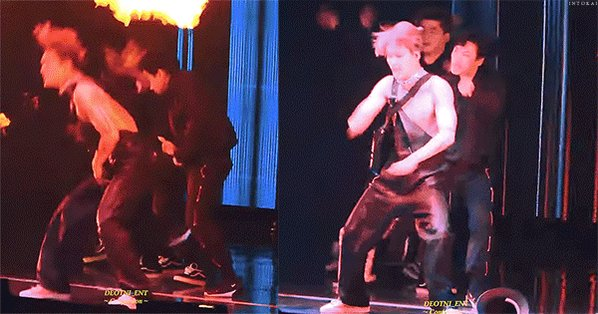 Jongin is such a professional performer that always smoothly covers every unpredictable situation    #종인 #EXO #엑소카이 #카이 #KAI #Jongin #金钟仁 #カ@weareoneEXO