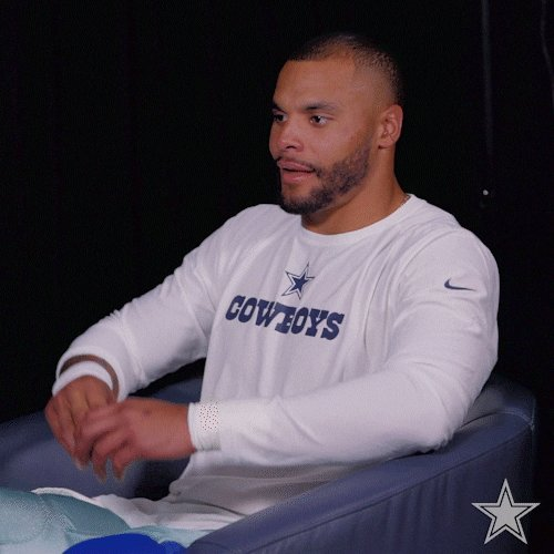 Oh I can't throw. That's what they say. 3 TD in the first half. Dak says pay me 💰 @dallascowboys showing out!! https://t.co/pPhcpYq92K