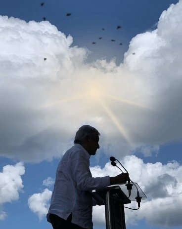 #FelizJueves Presidente; Estamos con usted, creemos y confiamos en su palabra, del pueblo, por el pueblo y para el pueblo.El mejor y más querido presidente de México; Duélale a quien le duela.#EsUnHonorEstarConObrador #AMLOLujoDePresidente