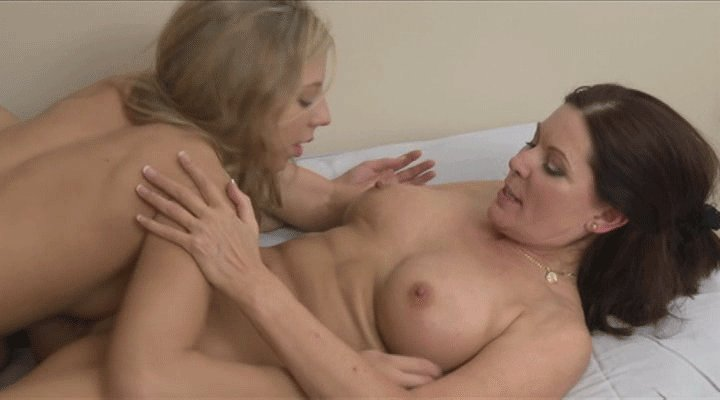 Gif Mother Daughter Blowjob