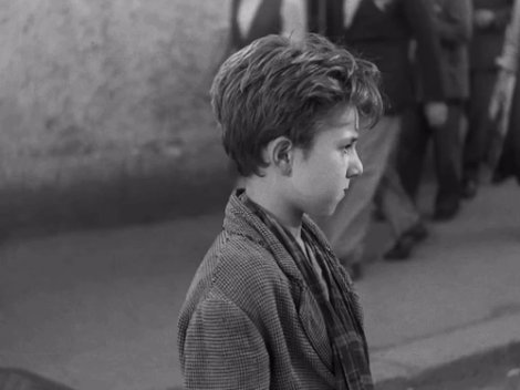 Enzo Staiola, as Bruno, in 'Ladri di biciclette' (BICYCLE THIEVES) (1948), directed by Vittorio De Sica. It was Staiola's first role. An amazing performance in one of the all-time great films.  #BOTD #EnzoStaiola  #LadriDiBiciclette #BicycleThieves #VittorioDeSicapic.twitter.com/ZltiZTEsMK