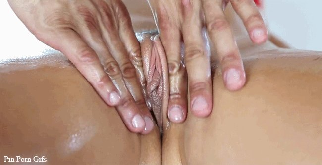 Lesbian pussy rubbing together