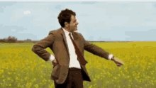 Kirk Cousins standing in the pocket like