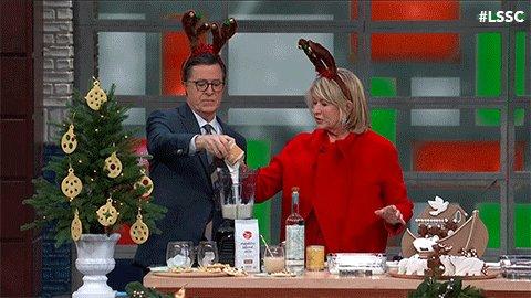 Hostess extraordinaire, @MarthaStewart on @colbertlateshow tonight, recommends regifting unwanted holiday presents! #NationalRegiftingDay https://t.co/uuY9INRWsG