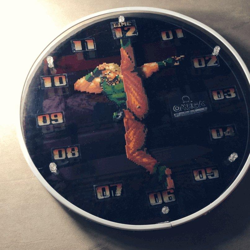 アイロンビーズを使って、KOF94のルガールの「ジェノサイドカッター時計」を作りました❗️これからルガール様が毎時ジェノサイドしてくれると思うと胸アツです#KOF #ザ・キング・オブ・ファイターズ #アイロンビーズ #ミニフューズビーズ  #pixelart