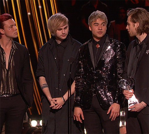RT REPLY x20 RT & REPLY TO THE REPLIES #iHeartAwards #BestCoverSong #DancingWithAStranger @5SOS