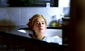 #RosamundPike in #GoneGirl! Wait. Am I playing this wrong? Oops...pic.twitter.com/qInKEH7bdq