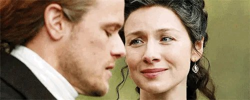 Replying to @queenandadream: One look and the world disappears 🖤 #TheFrasers #Outlander
