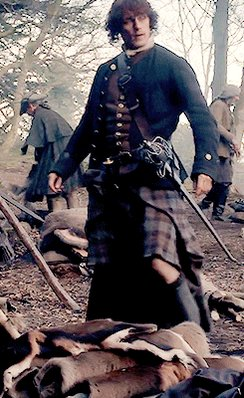Since it's all about the kilt today.  #Outlander #JamieFraser rocking the #Fraser kilt.   Swoon ❤️❤️