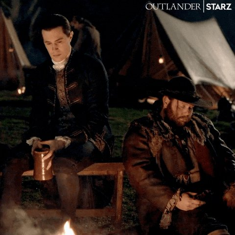 @MakkOlga @SamHeughan this scene has been mythical, everyone celebrates and makes love and Lord John looks nostalgically at the bonfire between the passed out boy and the hangover collapse of JohnQiuncyMeyer 😂😂😂🤣 #outlanderseason5  #LordJohnGrey 🤣😂🤣😂