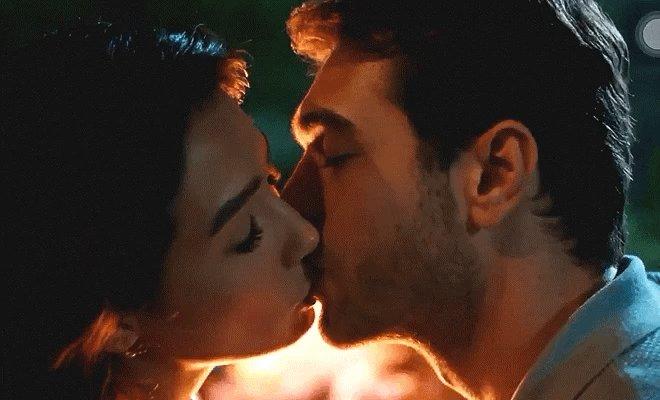 "RT @Cah_twita: ~ The first kiss...  ""Alev alev yanýyorum"" 🔥  #HerYerdeSen #IlkÖpücük #AybükePusat #FurkanAndıç https://t.co/5mapVNHkN1"