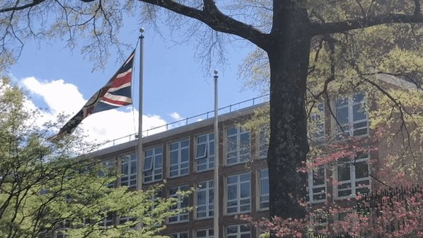 In 2018, the @foreignoffice committed to removing all Avoidable Single Use Plastics from its nearly 300 posts around the world by the end of 2020.  On the 50th anniversary of #EarthDay, I am proud to announce that @UKinUSA has reached this milestone 9 months ahead of schedule. 1/ https://t.co/GfkyJ8TDb2