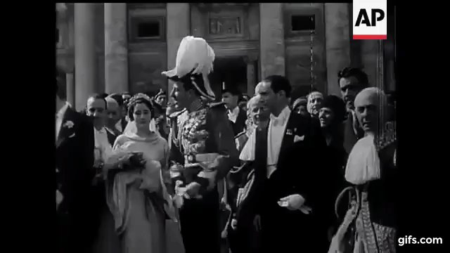 gif of Jaime on his wedding day, bowing and saluting to the crowd.