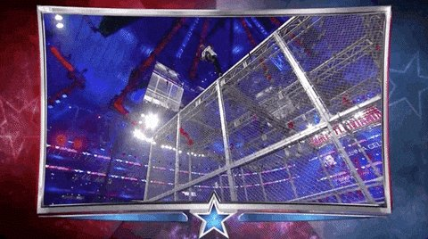 Shane McMahon robandose el show #WWEenGol #Wrestlemania32 https://t.co/zu7LshdaPg