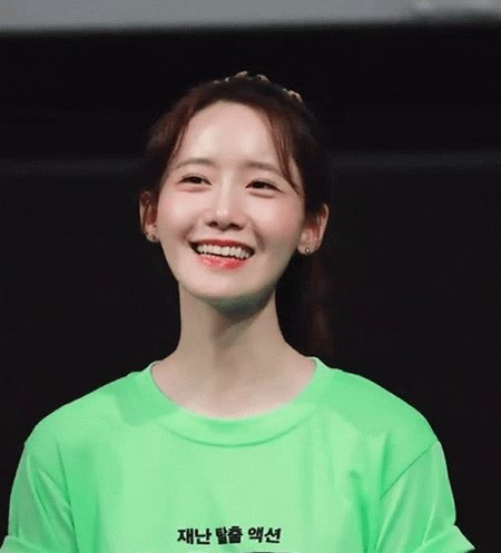 And HAPPY BIRTHDAY TO THE NATION\S VISUAL, IM YOONA!