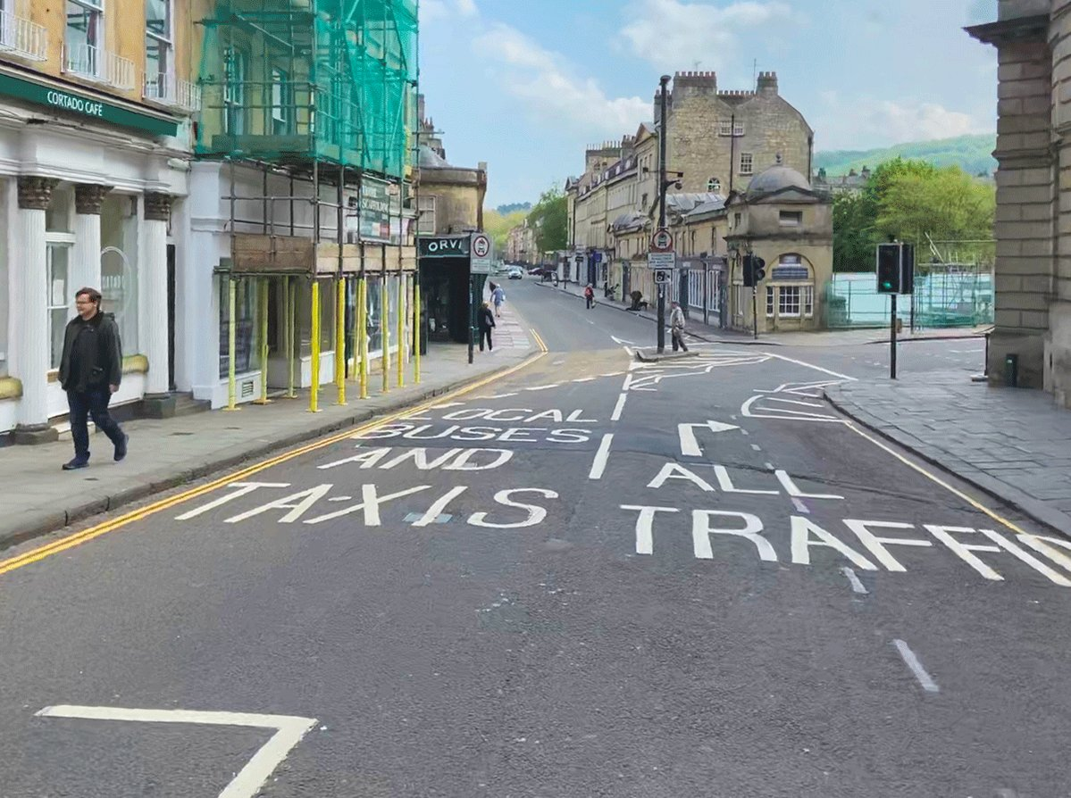 Pulteney Bridge is a globally unique masterpiece of architecture and public space, but it's pavements are far too narrow. We need to make it safe for pedestrians to use as we move out of lockdown.  #socialdistancing #openstreetsbath #walking #bath pic.twitter.com/H45wy5Gg07
