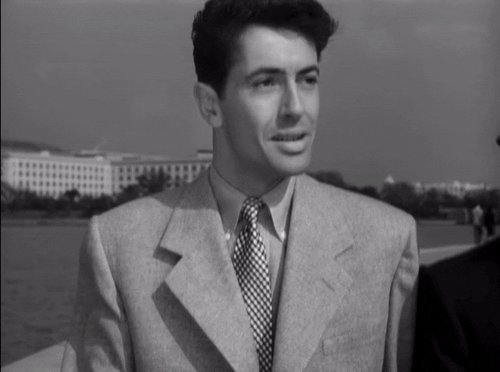 Hitchcock used many famous landmarks & monuments in his films, but I really love this moment in STRANGERS ON A TRAIN (1951) where the villain, perched on the steps of the Jefferson Memorial, stalks #BOTD Farley Granger. #AlfredHitchcock #Hitchcock #FarleyGranger #FilmNoir pic.twitter.com/JTTXXwpTBF