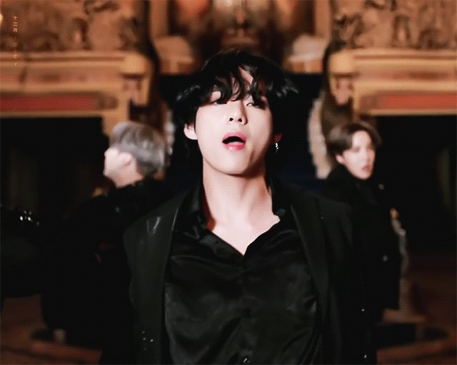 It's #FRIYAY - which means we're getting in the mood to party with our #Playlist featuring @bts_bighit and much, much more!  http://bit.ly/friyayplaylistpic.twitter.com/cdo8MkJm4I