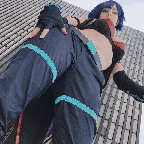 By the way, for anyone who missed the safe for work GIF requests the other day of @MikomiHokina cosplaying
